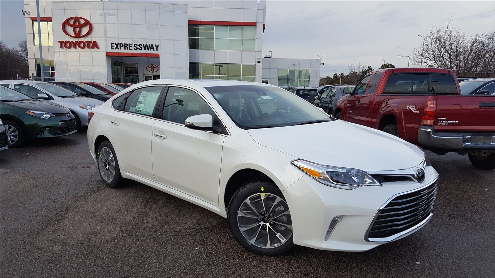new 2017 toyota avalon xle premium 4dr car in boston. Black Bedroom Furniture Sets. Home Design Ideas