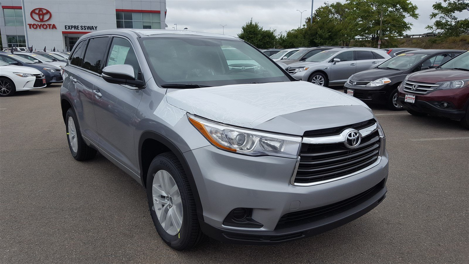new 2016 toyota highlander le sport utility in boston 16909 expressway toyota. Black Bedroom Furniture Sets. Home Design Ideas